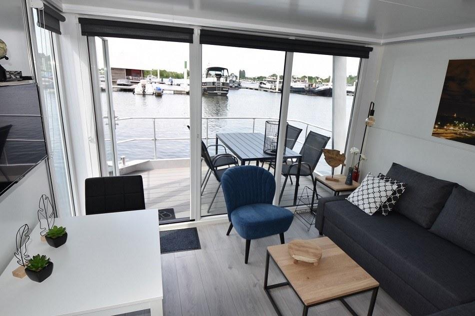 schlafen auf ein hausboot in maastricht ferienhaus auf. Black Bedroom Furniture Sets. Home Design Ideas